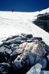 https://sometimes-interesting.com/2011/06/29/over-200-dead-bodies-on-mount-everest/