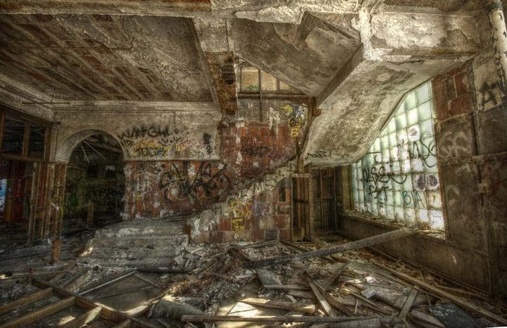 Largest Abandoned Factory in the World: The Packard Factory, Detroit ...