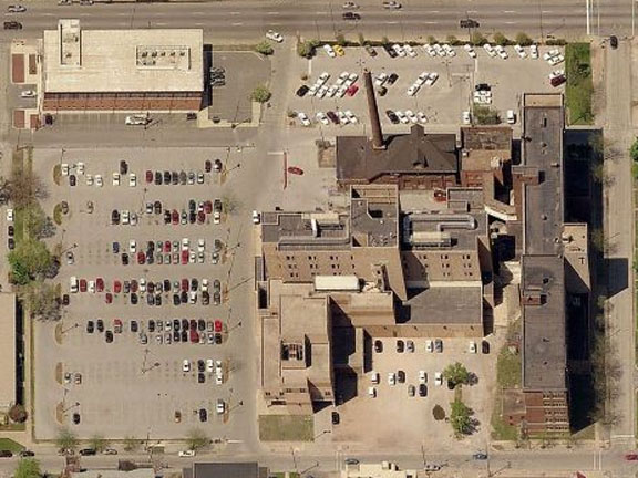Aerial photo shows 1974 addition currently occupied by police department (courtesy bing)