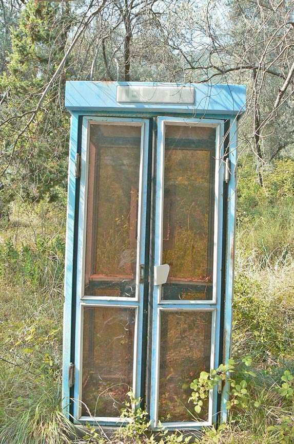 Valdanos phone booth