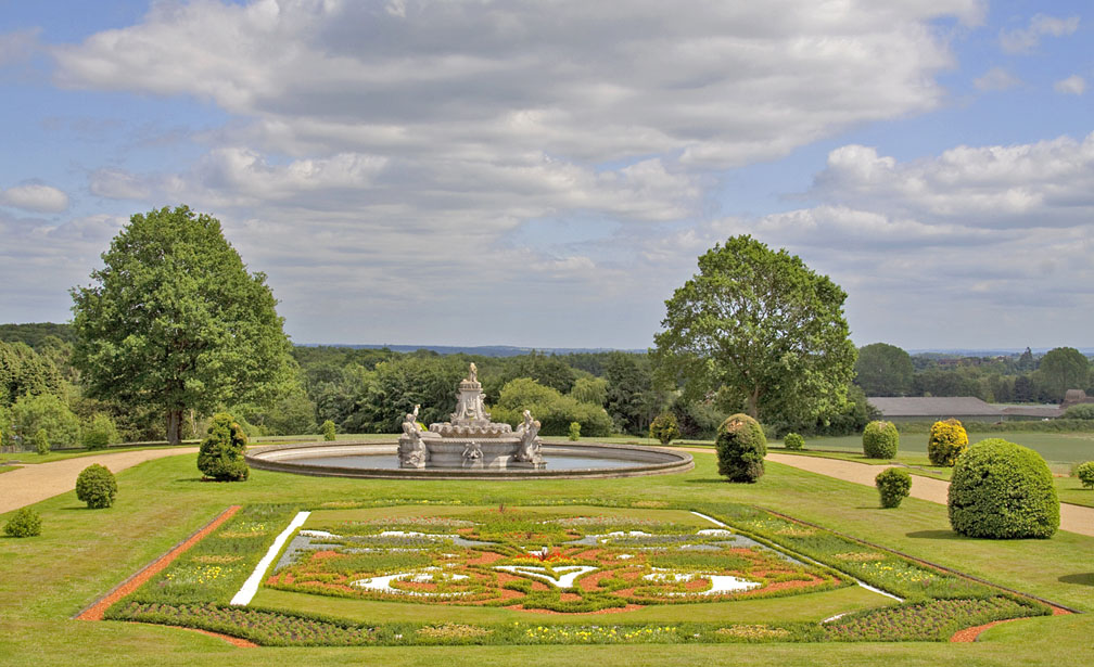 Witley_Court_Flora_fountain_2010