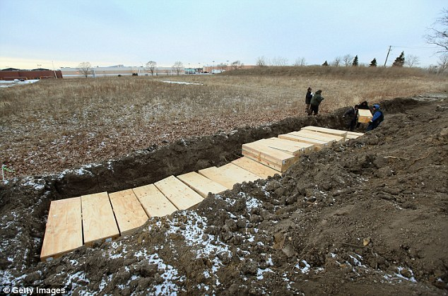 Hart-Island-burials-3