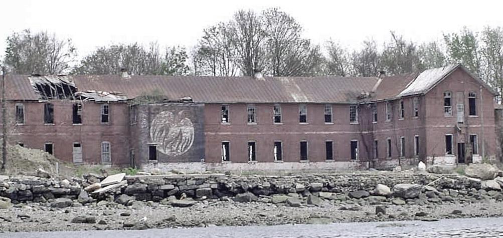 Hart-Island-Phoenix-House-1