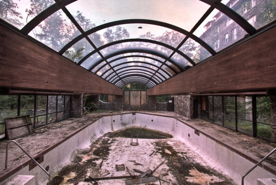Buck-Hill-Inn-12-indoor-pool