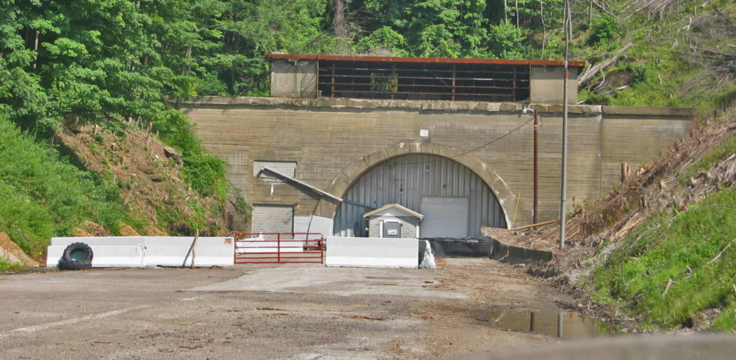 Laurel-Hill-Tunnel-entrance