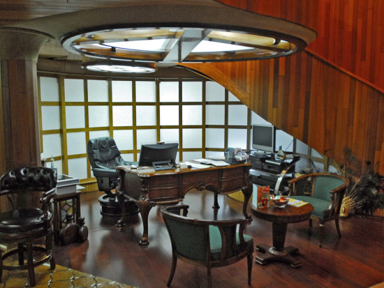 Glass-Bank-penthouse-office-Frank-Wolfe