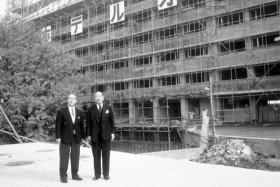 Chairman Kishichiro Okura and President Iwajiro Noda observing progress in 1961. Mr. Okura passed away at the age of 80, eight months after the opening of the hotel.