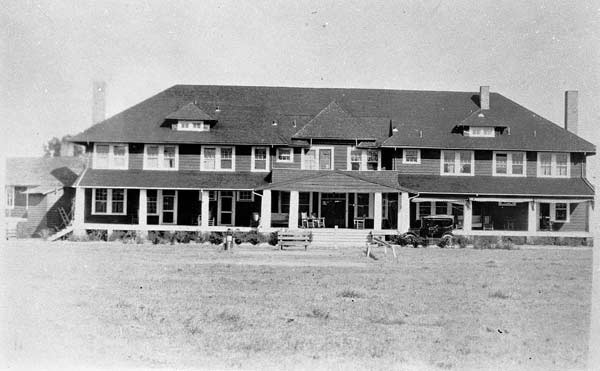 Overhills clubhouse circa 1920