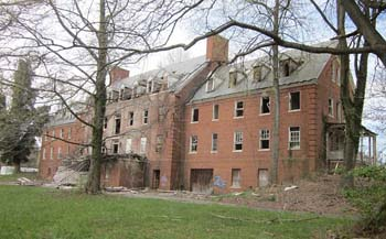 Glenn-Dale-Hospital-McCarran-Hall-nurse-dormitory-2012