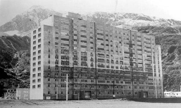 Begich-Towers-Hodge-Building-construction-1956