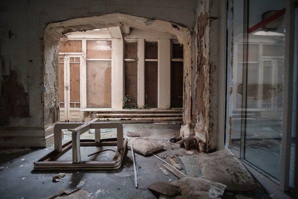 Skinburness-Hotel-archway