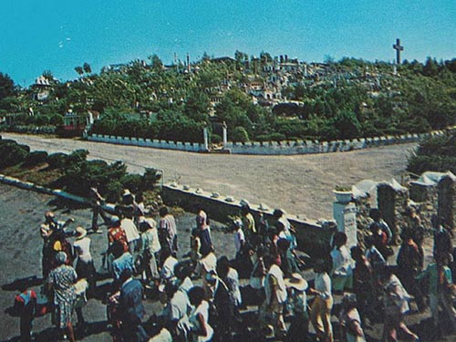 holyland-usa-crowd-1960s