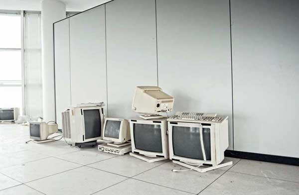 Even today, nobody wants old CRT monitors. Surprisingly, the ones left behind at Bugatti Automobili's former headquarters have not been smashed.