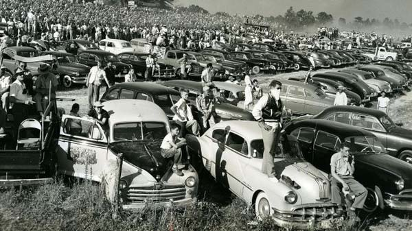 Fans gather around North Wilkesboro Speedway in 1949
