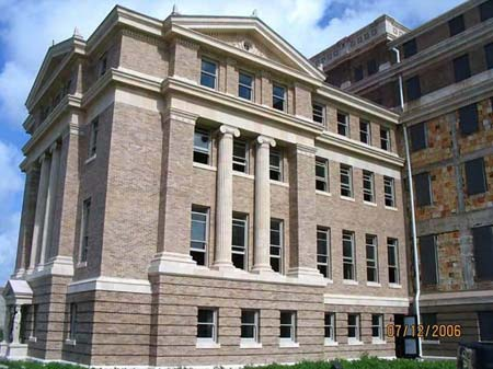 The freshly refurbished south wing of the 1914 Nueces County Courthouse as it appeared in late 2006.